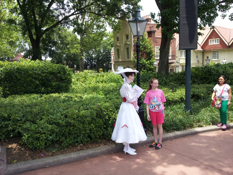 Why there she is = Mary Poppins!